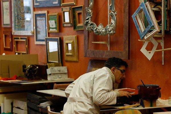 Restauración de mueble antiguo en Taller Estuco