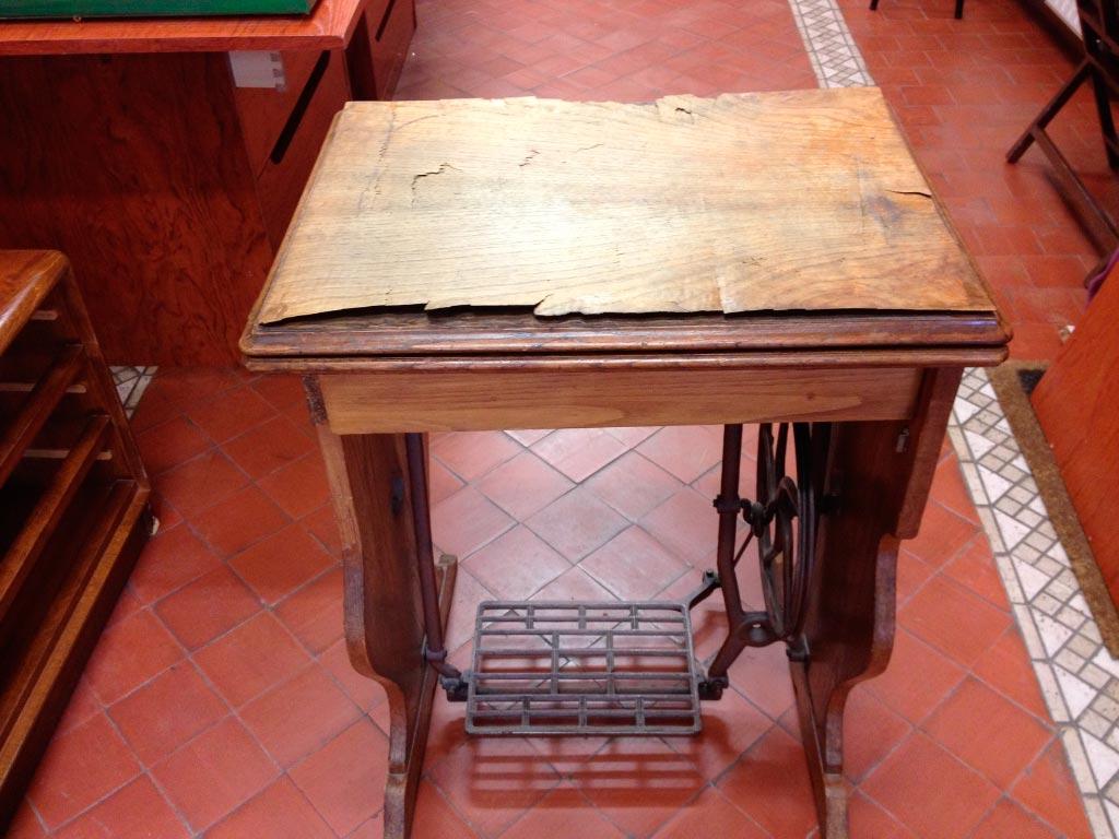 Máquina de coser antes de ser restaurada